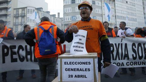 Los trabajadores de Alcoa en A Coruña se manifestaron el día que el estatuto quedó aparcado