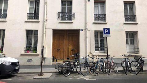 Fachada del edificio en la calle Paul Fort en el distrito 14 de París, donde se ubica la vivienda en la que había residido la estudiante española Natalia Sánchez Uribe