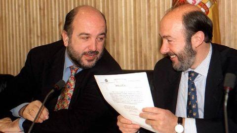 Con Almunia en 1997 durante una rueda de prensa en la que se trató la privatización de Telefónica