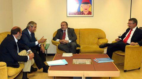 De izquierda a derecha: Pérez Rubalcaba, Pérez Touriño, Solbes y Blanco en el 2004