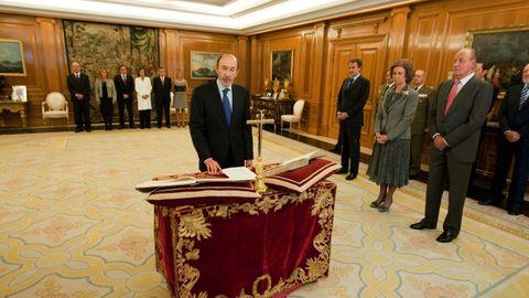 Jurando el cargo como vicepresidente primero y ministro del Interior en el 2010