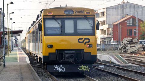 Tren Celta a su paso por la estación de O Porriño