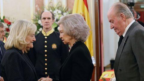 Los reyes eméritos dan el pésame a Pilar Goyo, viuda de Alfredo Pérez Rubalcaba