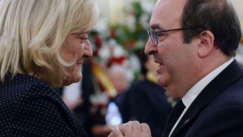 El líder de los socialistas catalanes, Miquel Iceta, con Pilar Goya