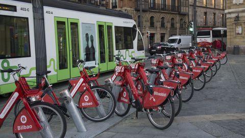 bilbao.La movilidad, con el metro diseñado por Norman Foster a la cabeza, es uno de los sellos del cambio de Bilbao