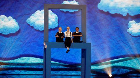 Dinamarca compite con Leonora y «Love is Forever» por el micrófono de cristal