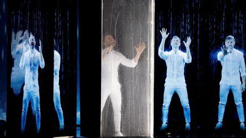 El cantante ruso Sergey Lazarev durante su actuación en la segunda semifinal