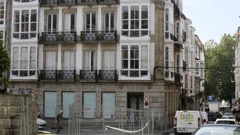 Caixabank inaugurará una nueva sucursal en el edificio del antiguo Ideal Room, situado en la confluencia de la calle Real con La Tierra