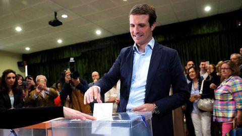 El presidente del PP, Pablo Casado, votó en el Colegio Nuestra Señora del Pilar de Madrid