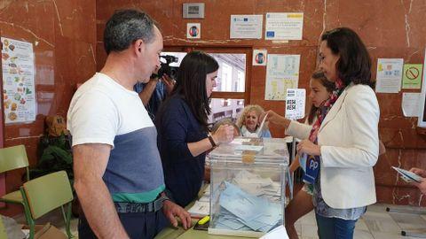 ELECCIONES 26M, EN MARÍN. VOTACIÓN DE LA CANDIDATA DEL PP, MARÍA RAMALLO