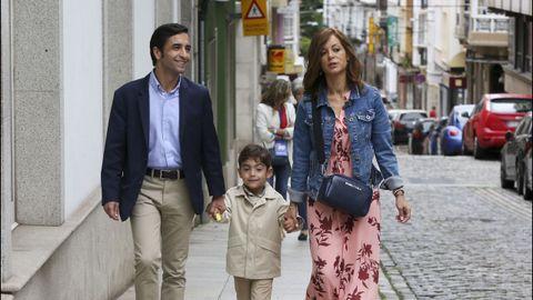 Rey Varela acudió a votar acompañado por su familia