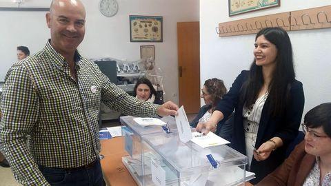ELECCIONES 26M EN BUEU: VOTACIÓN DEL CANDIDATO A LA ALCALDÍA POR EL BNG, FÉLIX JUNCAL