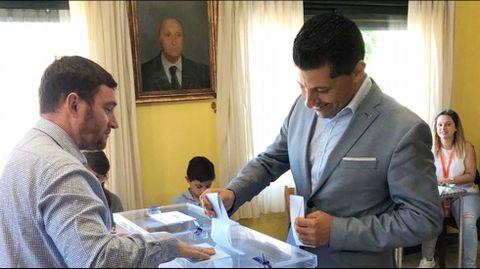 ELECCIONES 26M EN PONTE CALDELAS: VOTACIÓN DEL CANDIDATO A LA ALCALDÍA POR EL PSOE, ANDRÉS DÍAZ