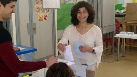 ELECCIONES 26M EN BUEU: VOTACIÓN DE LA CANDIDATA A LA ALCALDÍA POR EL PP, ELENA ESTÉVEZ