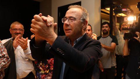 Sánchez Bugallo celebrando los resultados del PSOE en Santiago