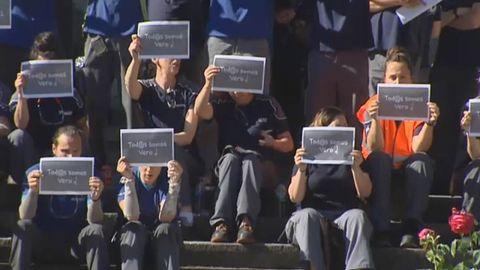Protesta de los trabajadores de Iveco en señal de repulsa por lo que le sucedió a su compañera