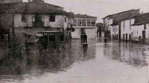 Entrada al campo de San Antonio por Méndez Casal en una fotografía dle año 1909