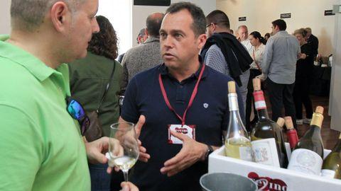 Túnel del vino en Fevino con Óscar Lorenzo