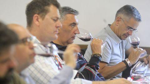 Cata con el director técnico de la D. O. de Rioja Pablo Franco en Fevino, en la imagen el sumiller del restaurante coruñés Bido Manuel Otero
