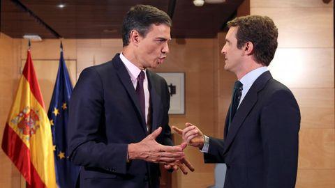 Reunión de Sánchez y Casado en el Congreso, en una imagen de archivo