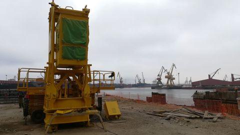 Cabina de la grúa que realizará el corte de las piezas mayores de los buques en la rampa de desguace