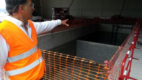 El CEO de DDR Vessels, Jesús Piccato, junto a la balsa de contención de aguas