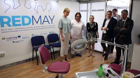 Fabiola García, conselleira de Política Social, visita una de las unidades móviles del proyecto REDMAY