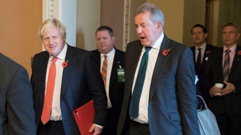 El hasta ahora embajador del Reino Unido, Kim Darroch, junto a Boris Johnson en 2017
