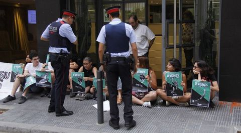 Los Mossos desalojaron a una docena de miembros de Arran que se habían encerrado en la sede de Turismo de Barcelona