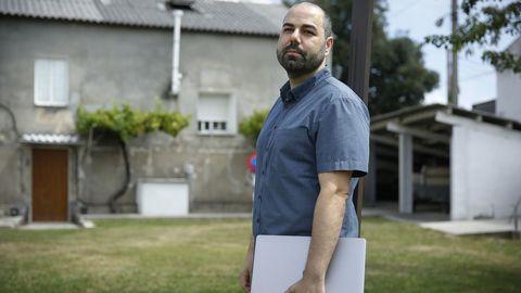 Diego trabaja desde su casa en Oleiros