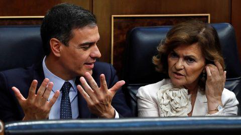 Pedro Sánchez y Carmen Calvo en el Congreso durante la sesión de investidura
