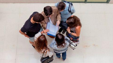 Estudiantes na Universidá.