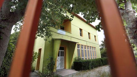 Escuela unitaria de O Saltiño, en Boiro, que cerró en el año 2017 porque no se matriculó ningún niño