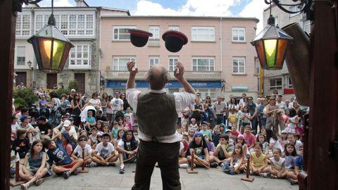 Actuación del festival A rúa e vosa en la plaza de España, en las fiestas del pasado año