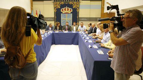 Adrián Barbón, con los alcaldes mineros
