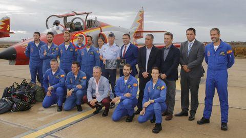 Foto de archivo de los integrantes de la Patrulla Águila. El comandate Marín, dentro del círculo rojo