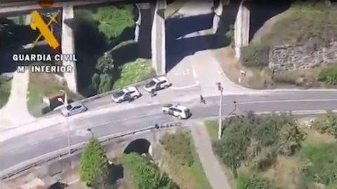 Un Guardia Civil resulta herido al ser arrollado por un vehículo en un control de tráfico en Pola de Lena