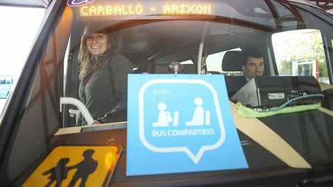 Autobús escolar compartido en el área de Carballo