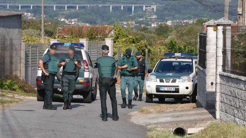 Dispositivo policial en la vivienda de Valga