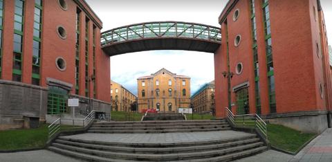 Escalinata principal del Campus de El Milán