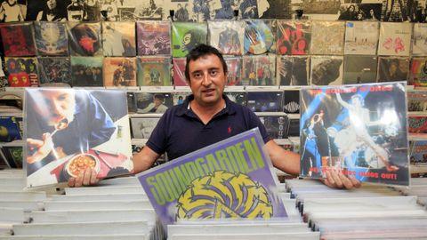 Iago Costoya de Disco Precio defiende la venta física frente a la online en Santiago