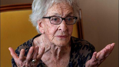 La poeta uruguaya Ida Vitale asegura, a sus 95 años, que nunca se ha planteado el tema del feminismo porque no ha sufrido discriminación en este sentido y considera que es difícil «tener una actitud agresiva frente a un problema que se ve en la distancia. Nunca lo viví». El sábado recibió un homenaje en las Conversaciones Literarias de Formentor