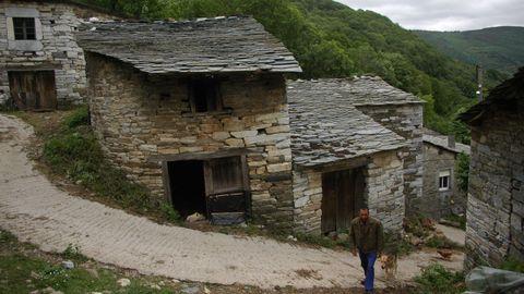 Céramo. Esta aldea de O Courel se halla en una zona donde predominan las rocas calizas formadas en el período Cámbrico.