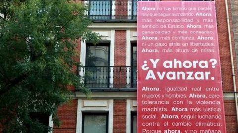 Imagen de la fachada de la sede del PSOE en Madrid con su nuevo lema