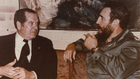 Eduardo Barreiros junto a Fidel Castro, en La Habana en 1980