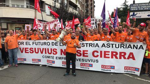 Manifestación de los trabajadores de Vesuvius en Langreo