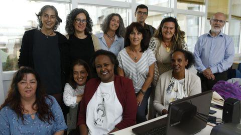 Asha Ismail, presidenta de Save a girl, save a generation, con representantes y voluntarios de Tierra de Hombres