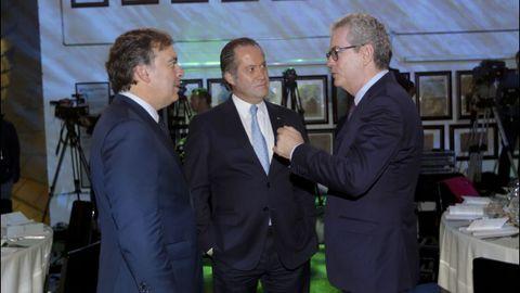 Francisco Botas y Juan Carlos Escotet, de Abanca, conversan con Pablo Isla, presidente de Inditex