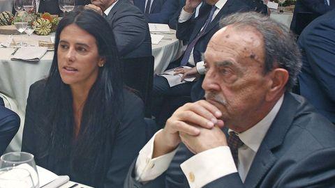 Guadalupe Murillo, presidenta del Pontevedra CF compartió mesa con el académico Xosé Luis Franco Grande
