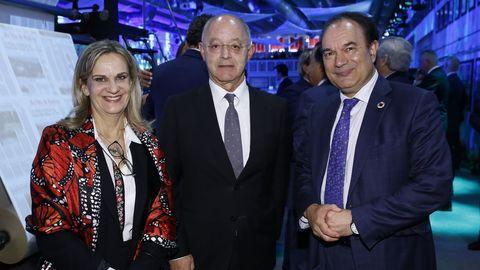 La valedora, Dolores Fernández, con el presidente del Consello Consultivo, Costa Pillado y el alcalde de Lalín José Crespo